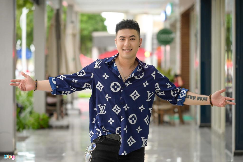Akira Phan: 'Bi che beo nhu heo, toi hut mo toan than suot 12 tieng' hinh anh 3
