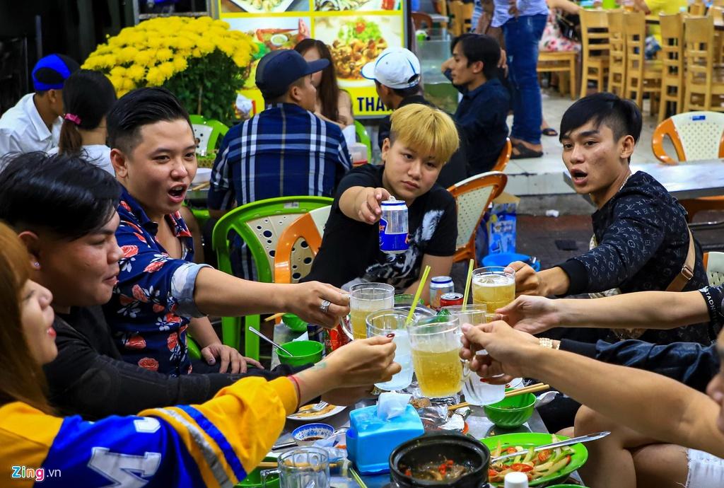 Nguoi dan do ve Vung Tau, quan nhau kin khach den nua dem hinh anh 6 hangquan_zing15.jpg