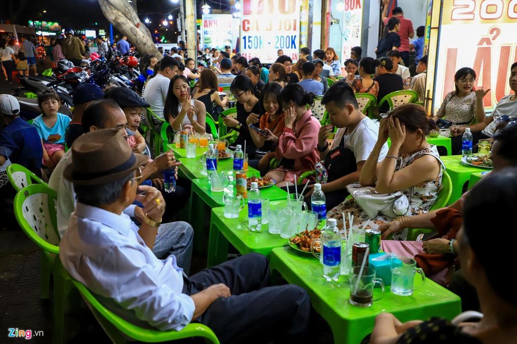 Nguoi dan do ve Vung Tau, quan nhau kin khach den nua dem hinh anh 7 hangquan_zing8.jpg
