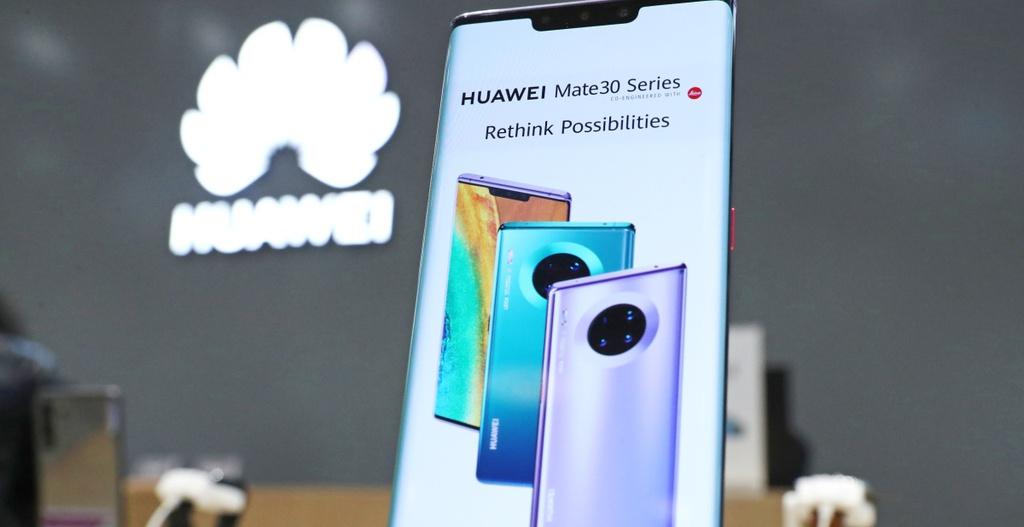 Huawei dang bi cam van, Huawei dang kho khan nhu the nao, Huawei song nhu the nao trong lenh cam van anh 1