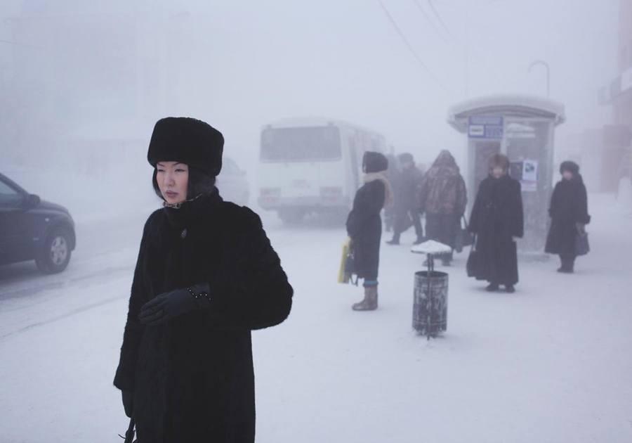 Kham pha ngoi lang lanh nhat the gioi hinh anh 3 coldest-city-woman-inblack.jpg