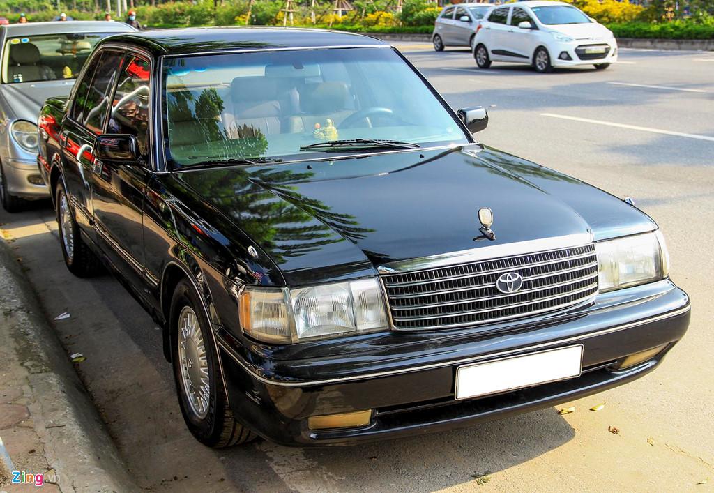 Toyota Crown - 'Xe cho VIP' nhung nam 90 co gi dac biet? hinh anh 1