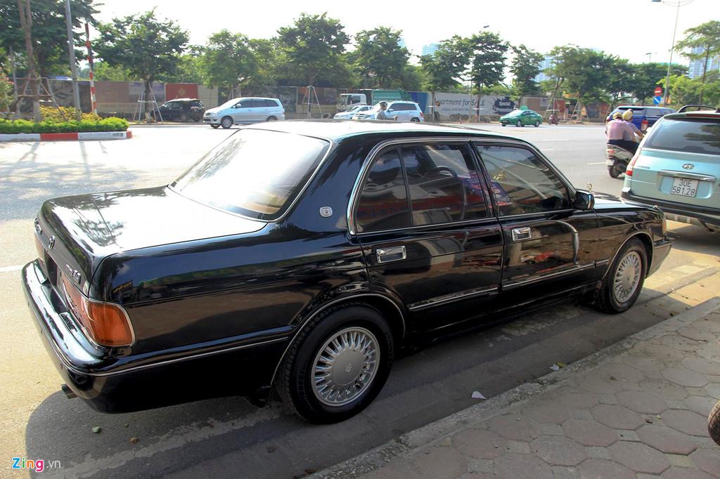 Toyota Crown - 'Xe cho VIP' nhung nam 90 co gi dac biet? hinh anh 3