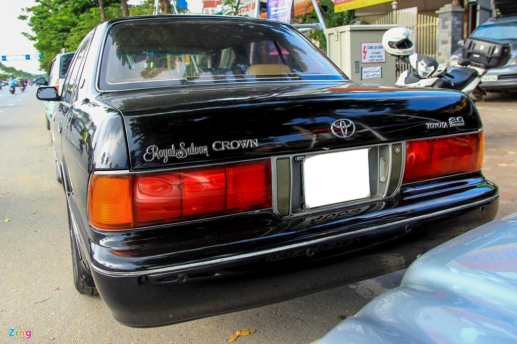 Toyota Crown - 'Xe cho VIP' nhung nam 90 co gi dac biet? hinh anh 4