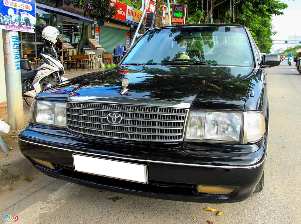 Toyota Crown - 'Xe cho VIP' nhung nam 90 co gi dac biet? hinh anh 2