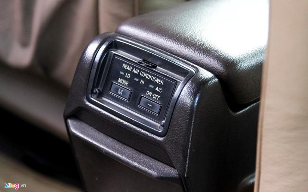 Toyota Crown - 'Xe cho VIP' nhung nam 90 co gi dac biet? hinh anh 9