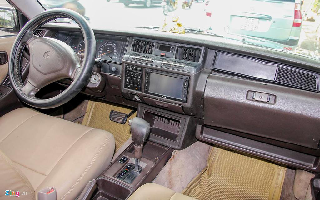 Toyota Crown - 'Xe cho VIP' nhung nam 90 co gi dac biet? hinh anh 6