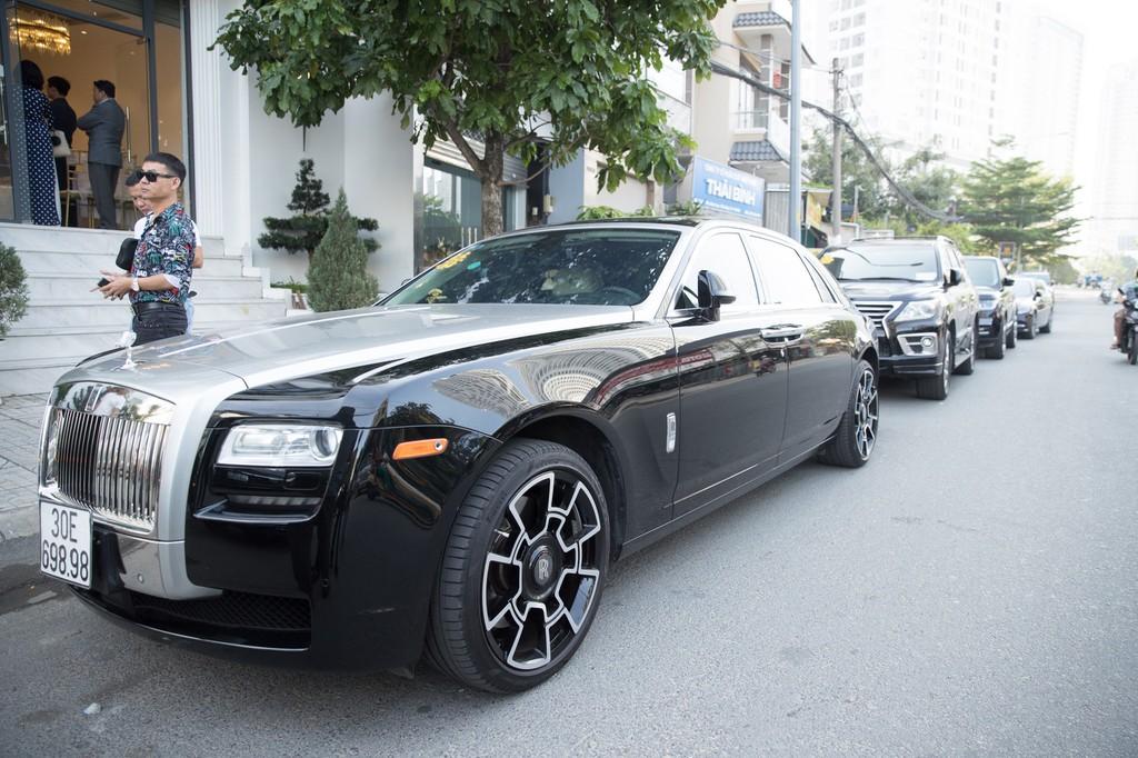 Dan xe Rolls-Royce, Maybach xuat hien trong le cuoi Bao Thy hinh anh 3