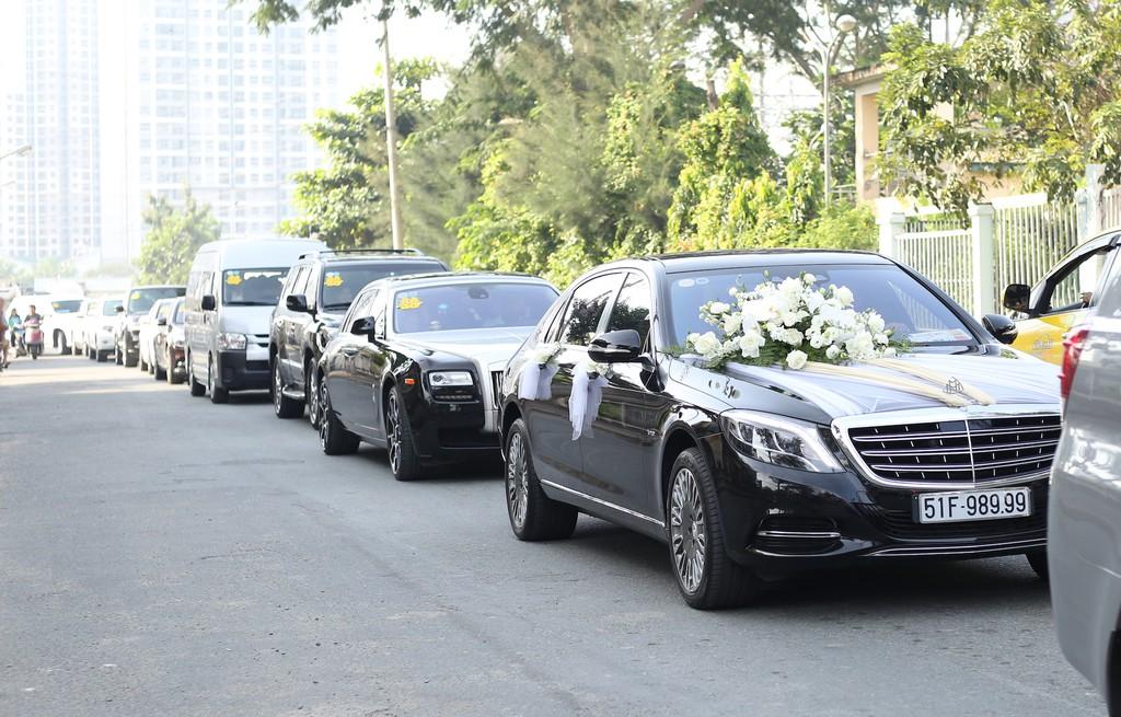 Dan xe Rolls-Royce, Maybach xuat hien trong le cuoi Bao Thy hinh anh 2