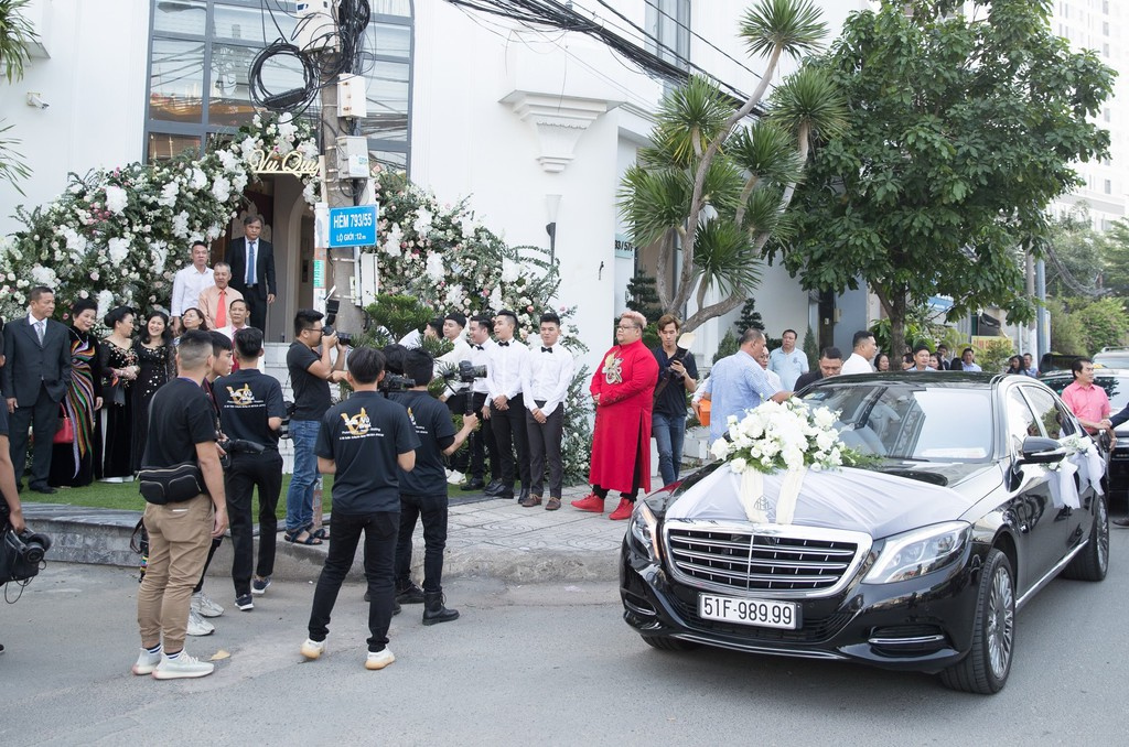 Dan xe Rolls-Royce, Maybach xuat hien trong le cuoi Bao Thy hinh anh 1