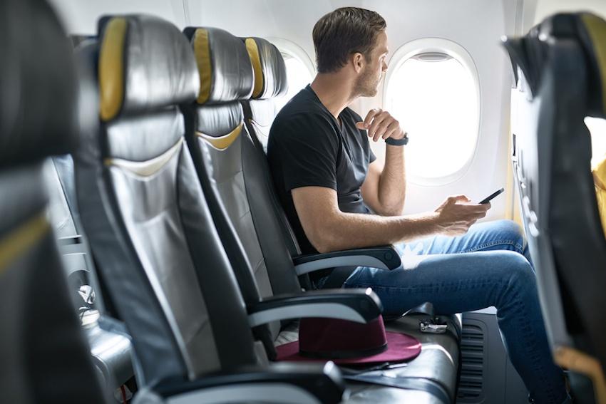 Vi sao phai tat dien thoai khi di may bay? hinh anh 5 Global_traveller.jpg