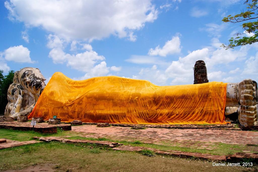 Tuong mat Phat 700 tuoi an minh trong re cay o Thai Lan hinh anh 8