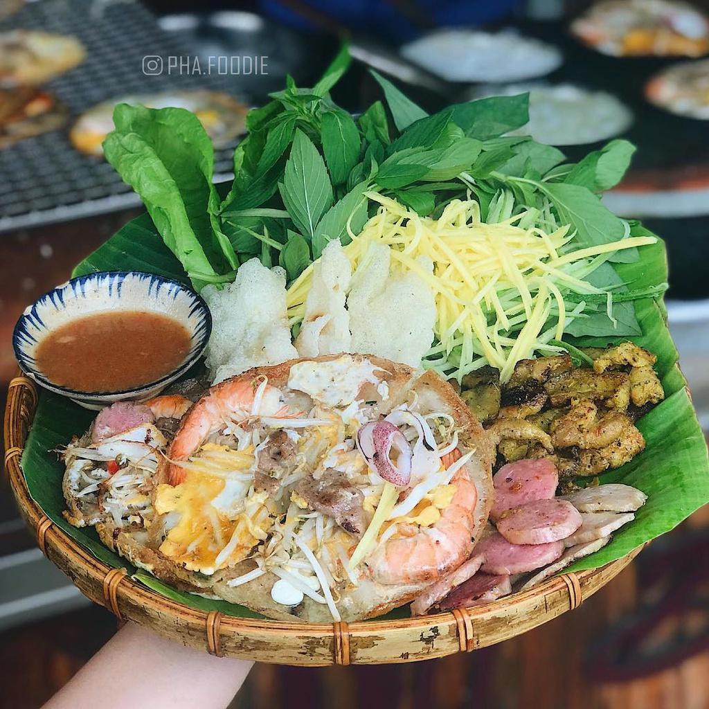 Banh xeo va 5 mon an mien Trung hut khach tai TP.HCM hinh anh 8 2._phafoodie.jpg