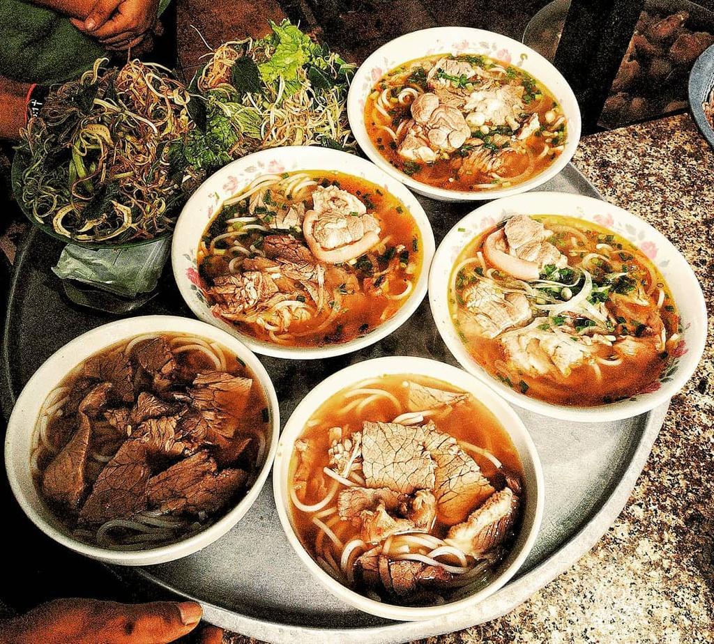 Banh xeo va 5 mon an mien Trung hut khach tai TP.HCM hinh anh 14 5_dongbavietnam_.jpg