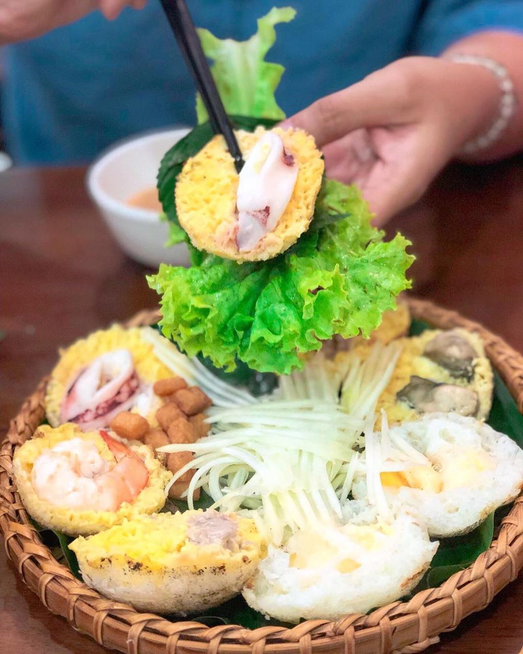 Banh xeo va 5 mon an mien Trung hut khach tai TP.HCM hinh anh 3 6._itsannie_tran.jpg