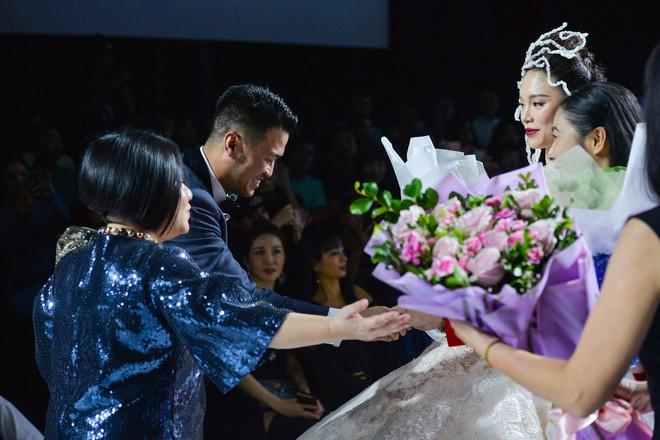 Linh Rin: 'Khong tinh xa khi gap bo me cua Phillip Nguyen' hinh anh 1