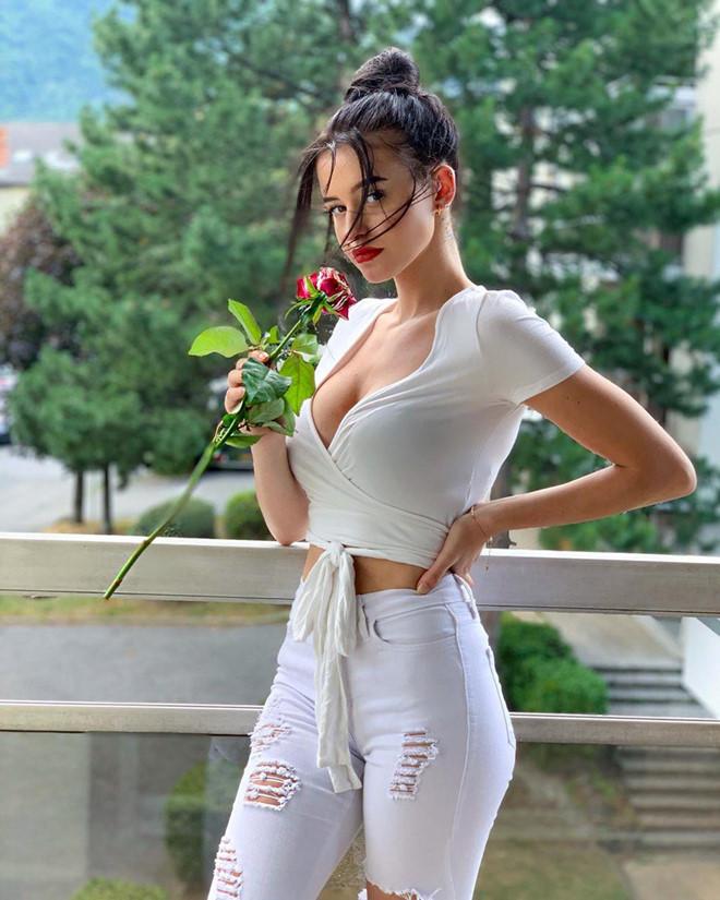 'Bong hong lai' 10X co 9,6 trieu follow, thuong khoe anh goi cam hinh anh 4