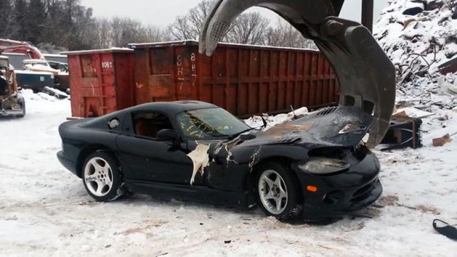 Ca lo xe Dodge Viper bi nghien nat vi so bi kien hinh anh 2