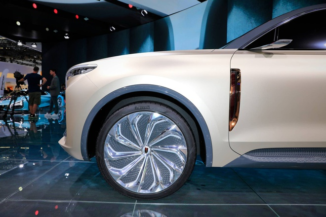 Hang xe Trung Quoc san xuat SUV nhai Rolls Royce hinh anh 9 bd14707d_hongqi_e115_concept_at_2019_frankfurt_motor_show_8.jpg