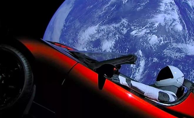 Chiec xe Tesla da bay hon 1,6 ty km trong khong gian hinh anh 2 Tesla_Roadster.jpg