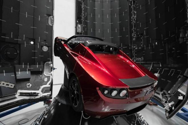 Chiec xe Tesla da bay hon 1,6 ty km trong khong gian hinh anh 1 Tesla_Roadster_1.jpg