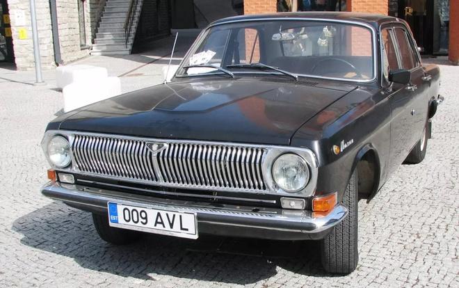 Oto Nga - nhung mau xe mot thoi vang bong hinh anh 5 Volga_GAZ_24.jpg