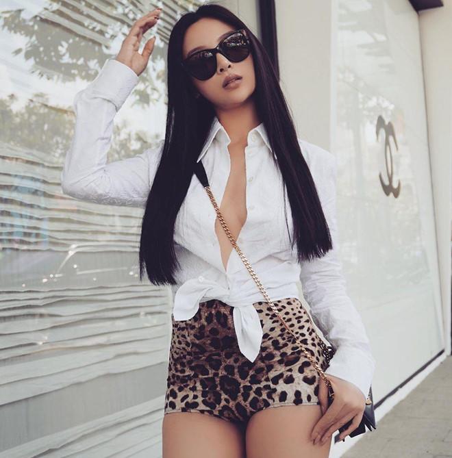 Bon hot girl Viet la me 2 con nhung ngay cang nong bong hinh anh 5