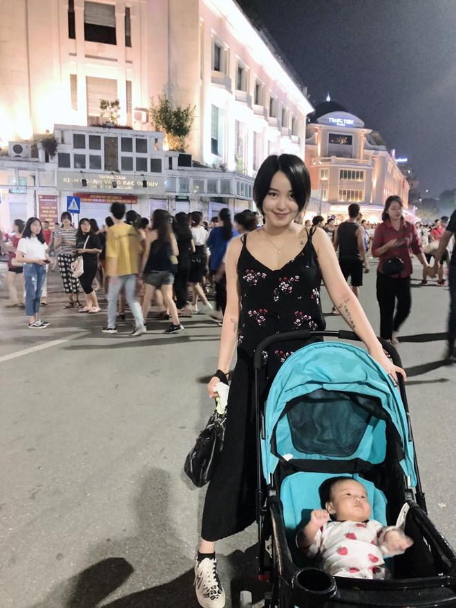 Hot mom khoe dang voi bikini sau khi sinh hinh anh 9 70512600_10217638117563044_7505611682274607104_o.jpg
