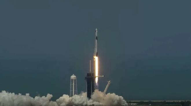 SpaceX, NASA thuc hien thanh cong su menh khong gian lich su hinh anh 1 Screenshot_16.jpg