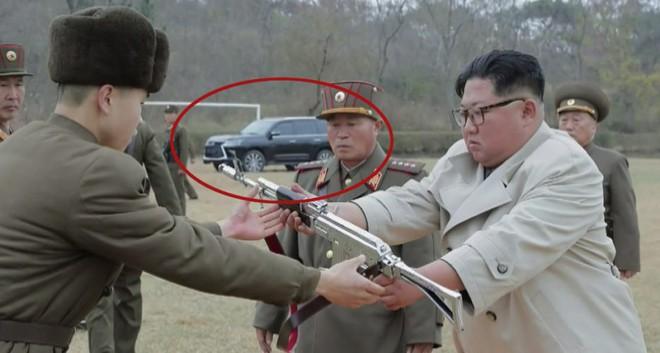 Lo dien sieu xe Lexus moi cua ong Kim Jong Un trong buc anh trao sung hinh anh 1