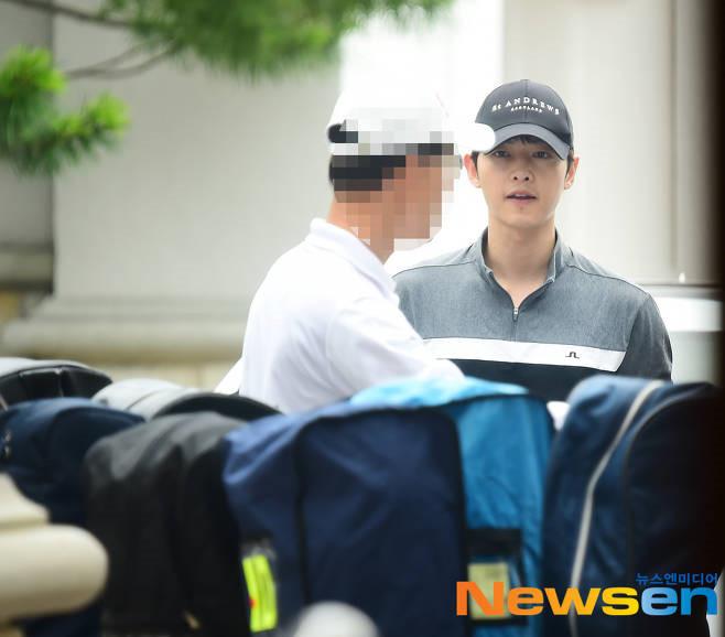 Song Joong Ki o tuoi 34 - ly hon, gay go va khoc trong ngay sinh nhat hinh anh 4