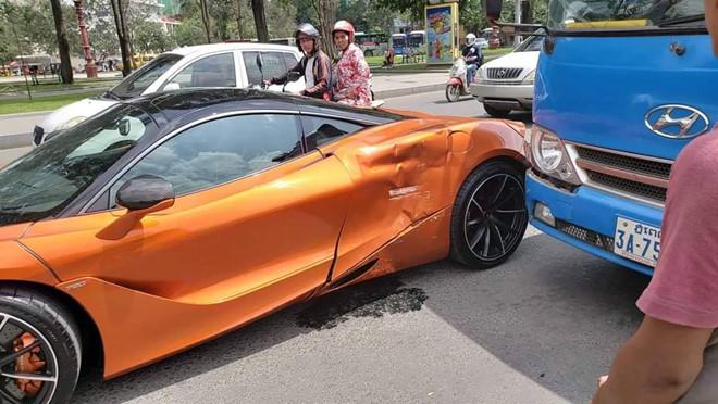 Sieu xe McLaren 720S va cham voi xe buyt, hong xe mop meo hinh anh 2
