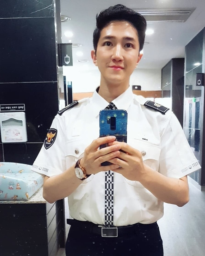 Nam phong vien Han tang follow nhanh chong, fan Viet vao khen dep trai hinh anh 3