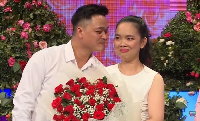 Co gai doi di chau Au: 'Toi khong thieu tien de phai bam dan ong' hinh anh 1