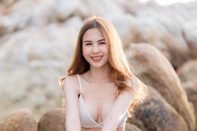 'Phong vien xinh nhat xu chua Vang' la ban gai tien dao tuyen Thai Lan hinh anh 8