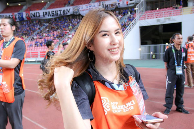 'Phong vien xinh nhat xu chua Vang' la ban gai tien dao tuyen Thai Lan hinh anh 4