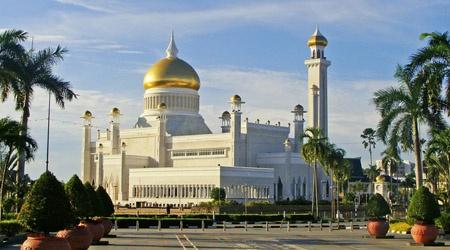 Singapore, UAE phat nang, bo tu nguoi uong ruou bia noi cong cong hinh anh 3 img_brunei_mosque.jpg