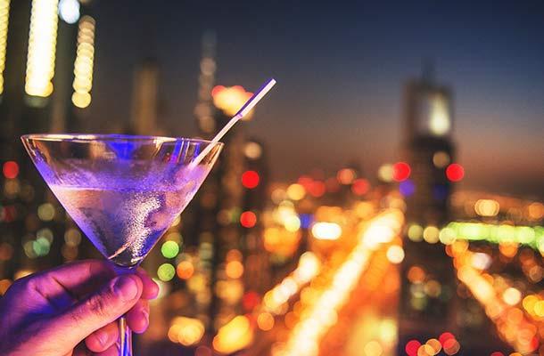 Singapore, UAE phat nang, bo tu nguoi uong ruou bia noi cong cong hinh anh 4 uae_alcohol.jpg