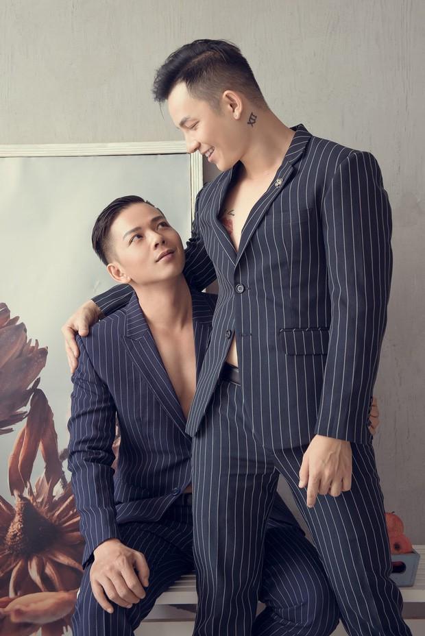 Ban trai cu cam di anh trong le tang chang trai LGBT 'Nguoi ay la ai' hinh anh 5
