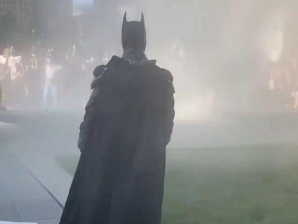 'Batman' xuat hien giua bieu tinh My hinh anh 1 BATS.jpg