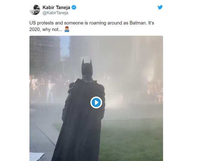 'Batman' xuat hien giua bieu tinh My hinh anh 2 Untitled.png