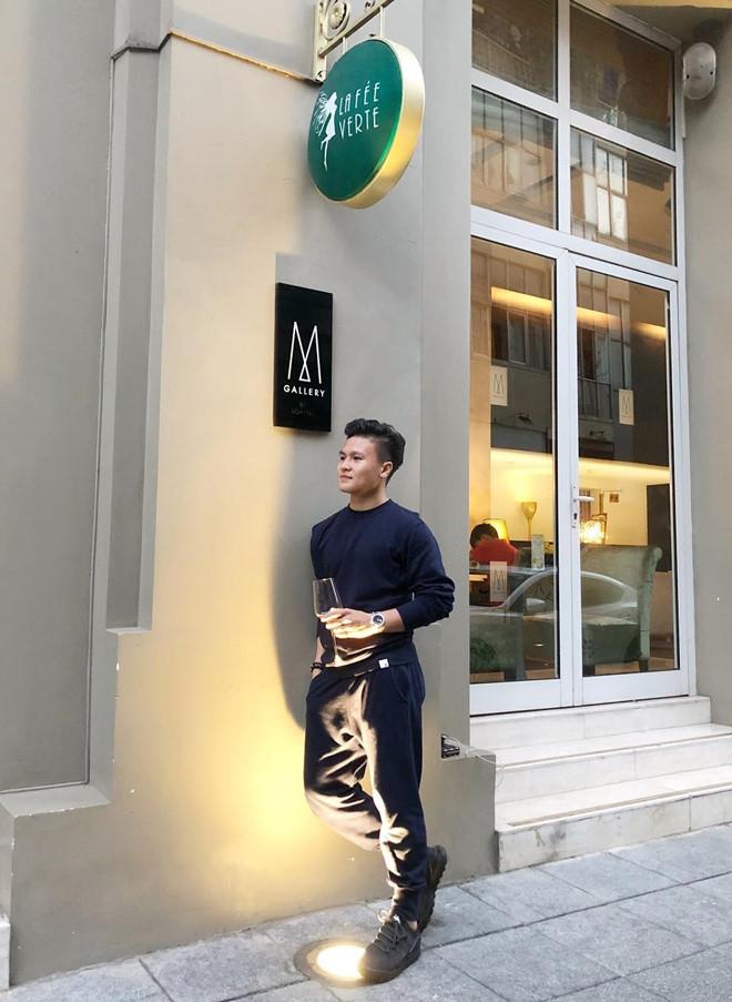 Quang Hai an mac gian di, it dung do hieu van duoc fan khen ngoi hinh anh 4