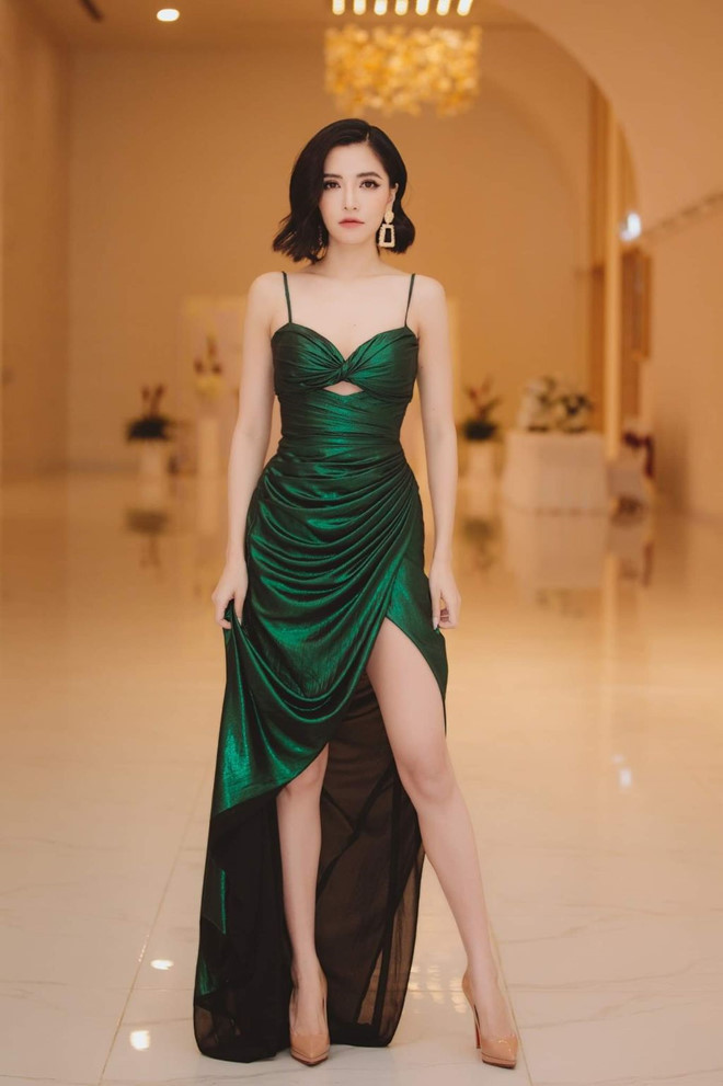 Bich Phuong chuong ao crop top, vay cup nguc khoe duong cong co the hinh anh 6