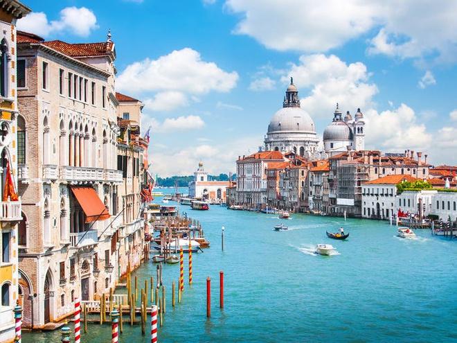 Bo mat xau xi cua Venice khi bi tan pha boi du lich hinh anh 1 5c06a8b5cc0f476b1260b855.jpg