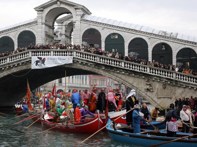 Bo mat xau xi cua Venice khi bi tan pha boi du lich hinh anh 5 5c113eae6bc3e333c978c3f3.jpg