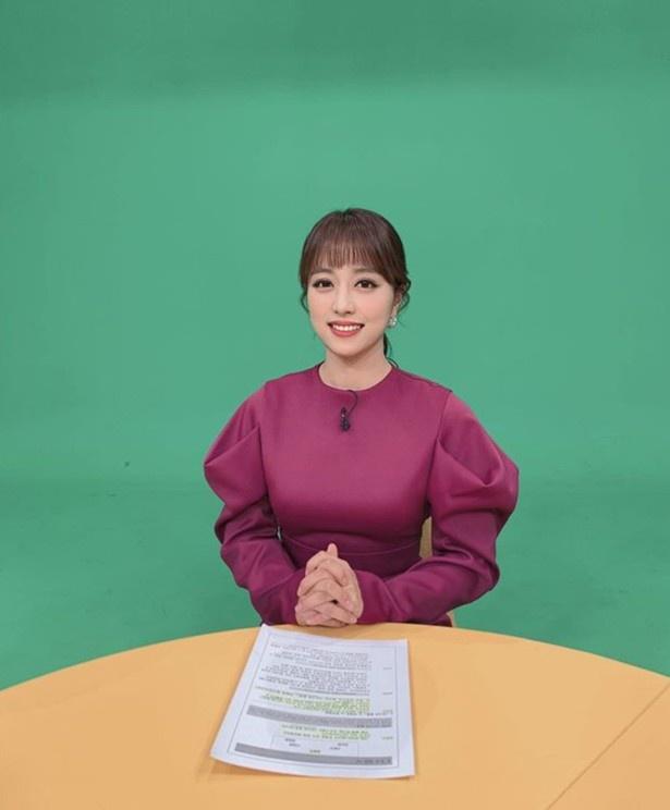 Nu phat thanh vien Han dien do khong phu hop khi quay hinh hinh anh 2 anna_hyunjoo_1_1.jpg