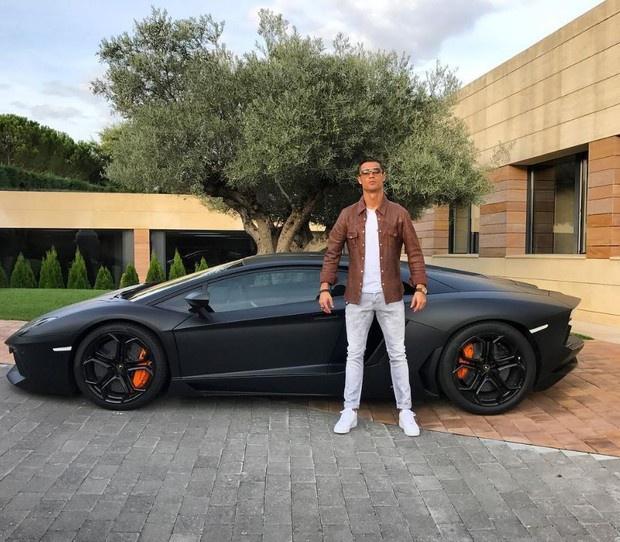 Xe sang Ronaldo nhan tu ban gai dat co nao? hinh anh 6 2.JPG