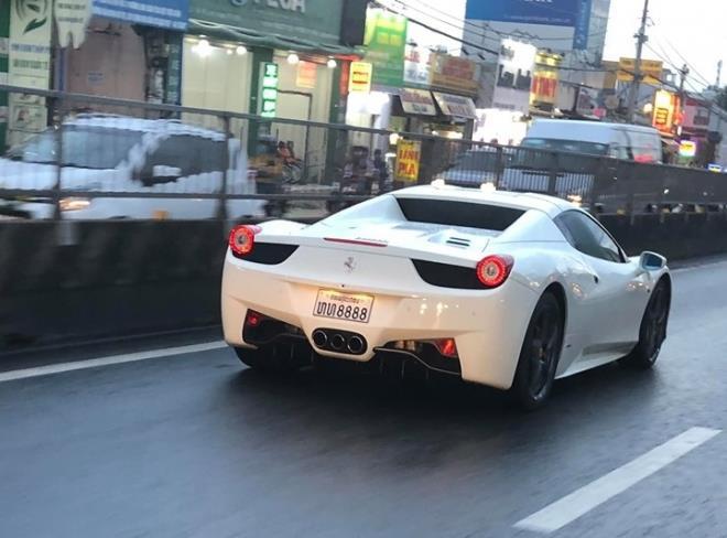 Ferrari 458 Spider thu 2 cap ben VN, thuoc so huu hot girl Sai thanh hinh anh 2