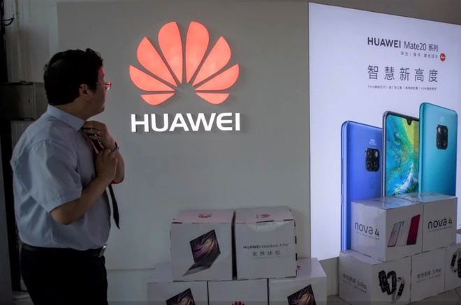 Cuu nhan vien bi giam giu, Huawei lai doi mat voi scandal hinh anh 1