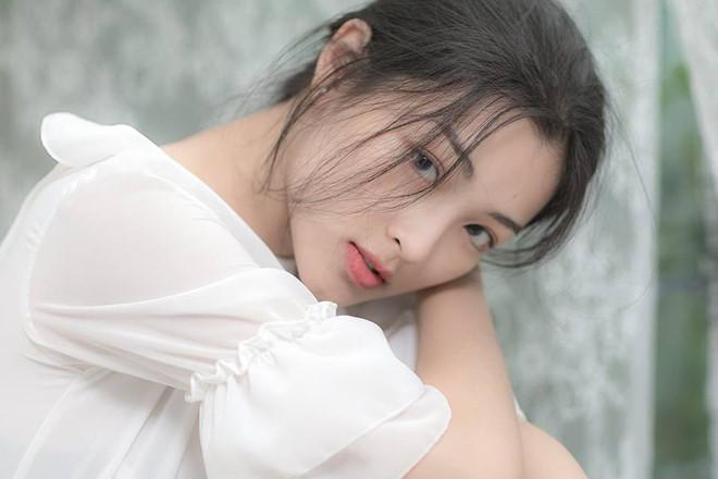 Co gai dinh tin don hen ho voi Quang Hai va cac hot girl truong Y Duoc hinh anh 9